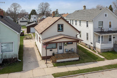 Sheboygan Single Family Home Active Contingent With Offer: 1622 S 12th St