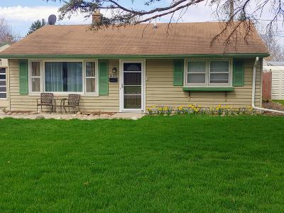 Mukwonago Single Family Home Active Contingent With Offer: 435 Cedar St