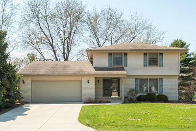 Oconomowoc Single Family Home Active Contingent With Offer: 1152 Saratoga Pkwy