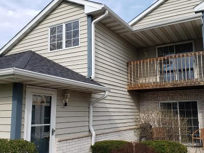 Pewaukee Condo/Townhouse Active Contingent With Offer: W240n2532 E Parkway Meadows Cir #6