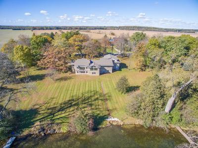 Waukesha County Single Family Home For Sale: 1548 N Dousman Rd