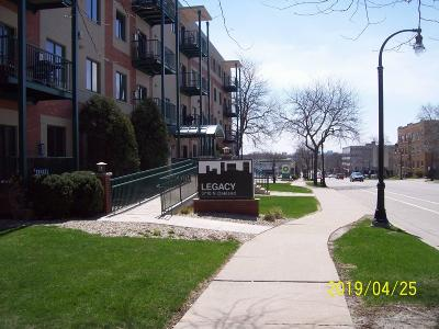 Shorewood Condo/Townhouse Active Contingent With Offer: 3710 N Oakland Ave #103