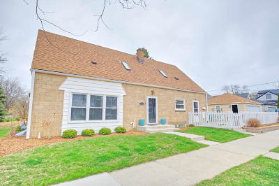 Shorewood Single Family Home For Sale: 1600 E Kensington Blvd