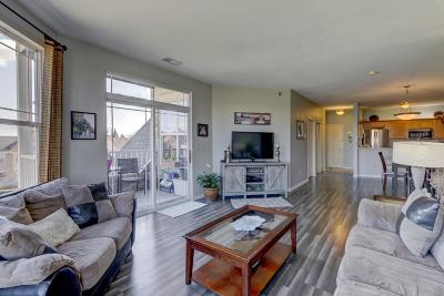 Franklin Condo/Townhouse Active Contingent With Offer: 6995 S Riverwood Blvd #202