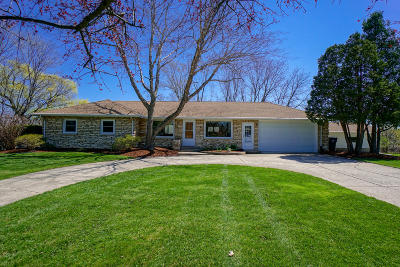 Waukesha Single Family Home Active Contingent With Offer: W249s3572 Center Rd