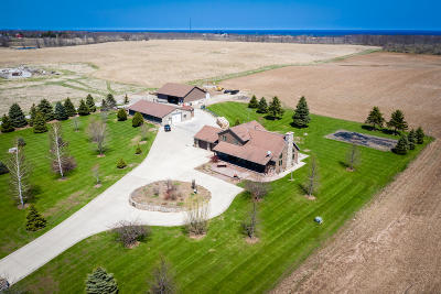 Ozaukee County Single Family Home For Sale: 5914 Lake Church Rd