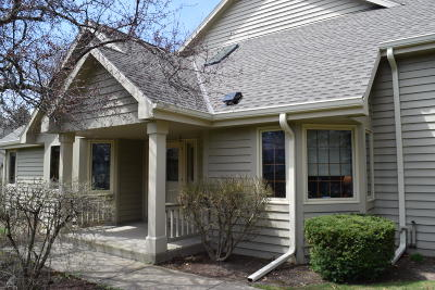 Pewaukee Condo/Townhouse Active Contingent With Offer: N21w24083 Garden Cir #6 E