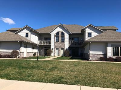 Jackson Condo/Townhouse Active Contingent With Offer: N161w19114 Oakland Dr