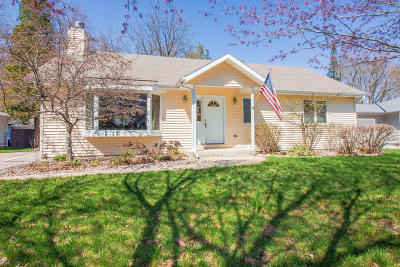 Oconomowoc Single Family Home Active Contingent With Offer: N53w37230 Madison St