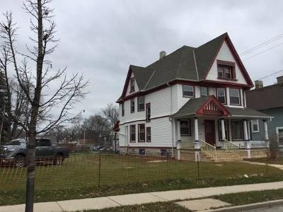 Milwaukee Single Family Home For Sale: 124 W North Ave