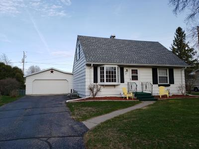 Marinette Single Family Home Active Contingent With Offer: 1112 Sunnyfield Ct