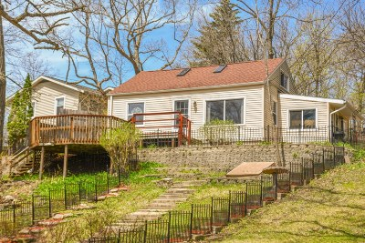 Nashotah Single Family Home Active Contingent With Offer: N38w32690 Edgewood Ct