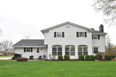 Ozaukee County Single Family Home Active Contingent With Offer: 3424 W Clubview Ct