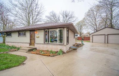 West Bend Single Family Home For Sale: 1818 Sunset Ridge Dr N