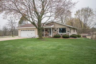 Waukesha Single Family Home Active Contingent With Offer: 600 Maple Way N
