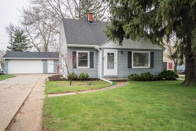 Single Family Home Active Contingent With Offer: 4341 Glenway St