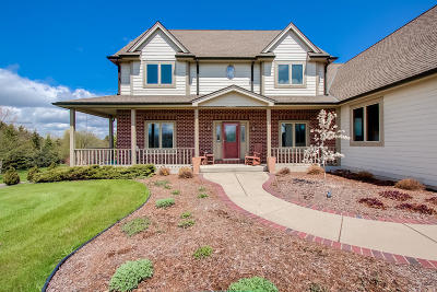 Cedarburg Single Family Home For Sale: 9286 Fawn Ln