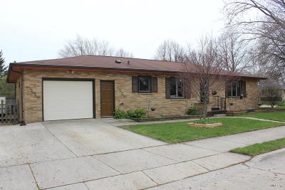 Sheboygan Single Family Home Active Contingent With Offer: 2323 Cooper Ave