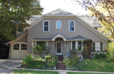 Milwaukee Single Family Home Active Contingent With Offer: 2647 N Maryland Ave