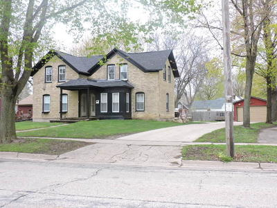 Fort Atkinson WI Single Family Home Active Contingent With Offer: $249,900