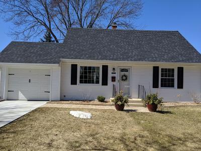 Cedarburg Single Family Home Active Contingent With Offer: W66n393 Kennedy Ave