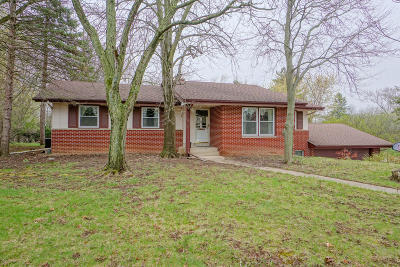 Pewaukee Single Family Home Active Contingent With Offer: W279n2140 Prospect Ave