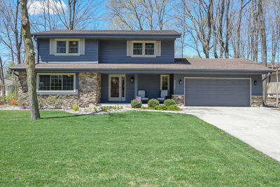 New Berlin Single Family Home Active Contingent With Offer: 4645 S Delphine Dr