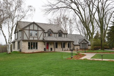 Pewaukee Single Family Home For Sale: N25w30915 Overlook Ct