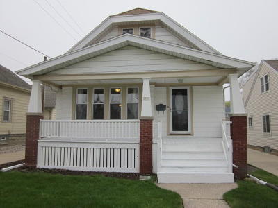 Milwaukee Single Family Home Active Contingent With Offer: 3959 S Whitnall Ave