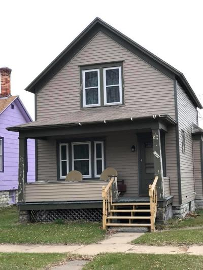 Menominee Single Family Home For Sale: 1408 16th Ave