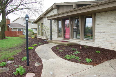 New Berlin Single Family Home Active Contingent With Offer: 13080 W Brentwood Dr