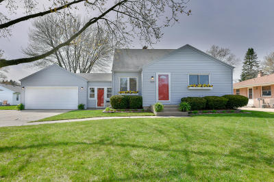 West Allis Single Family Home Active Contingent With Offer: 825 S 123rd St