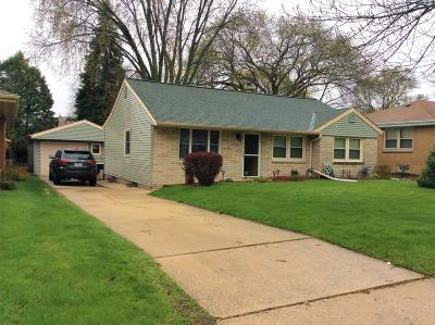 Single Family Home Active Contingent With Offer: 11011 W Park Hill Ave