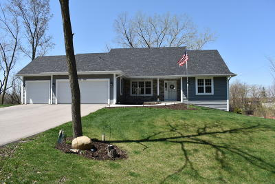 Muskego Single Family Home For Sale: W173s7645 Westwood Dr