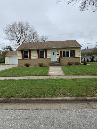 Waukesha Single Family Home Active Contingent With Offer: 1659 Aldoro Dr