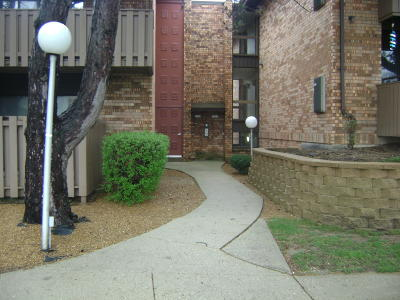 Glendale Condo/Townhouse Active Contingent With Offer: 7001 N Green Bay Ave #D