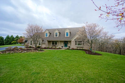 Waukesha Single Family Home Active Contingent With Offer: W241s5935 Autumn Haze Ct
