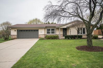 New Berlin Single Family Home Active Contingent With Offer: 4465 S Sovereign Dr