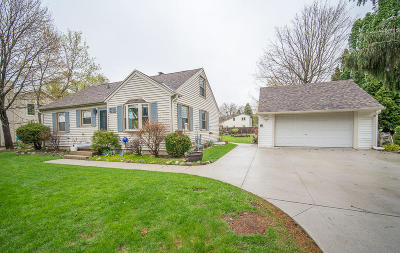 Pewaukee Single Family Home Active Contingent With Offer: W268n2738 Water St