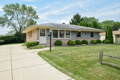 Greendale Single Family Home For Sale: 5717 Oriole Ct