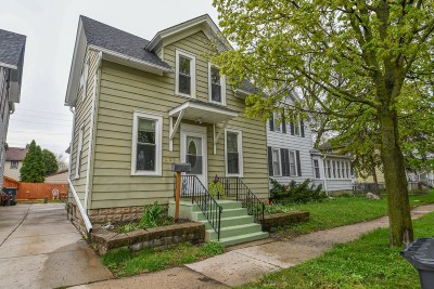 Waukesha Single Family Home Active Contingent With Offer: 206 Maria St