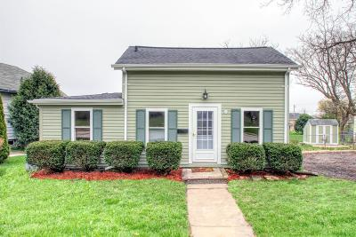 Hartland Single Family Home Active Contingent With Offer: 203 W Capitol Dr