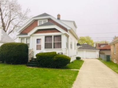 Milwaukee WI Two Family Home Active Contingent With Offer: $99,900
