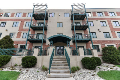 Shorewood Condo/Townhouse For Sale: 3710 N Oakland Ave #403