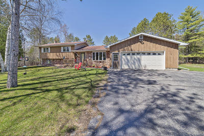 Menominee Single Family Home For Sale: W6288 2.5 Rd