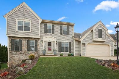 Waukesha Single Family Home Active Contingent With Offer: 911 Valley Hill Dr