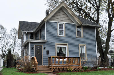 Oconomowoc Single Family Home For Sale: 321 S Concord Rd