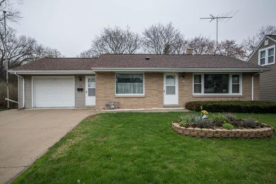 Ozaukee County Single Family Home Active Contingent With Offer: 229 N Spring St