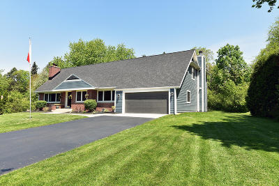 Milwaukee County Single Family Home For Sale: 7710 Parkview Rd