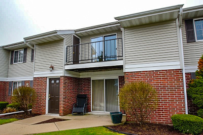 Germantown Condo/Townhouse Active Contingent With Offer: N110w16931 Ashbury Cir #3